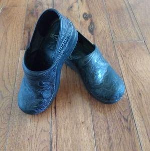 Black Dansko clogs size 36(6)